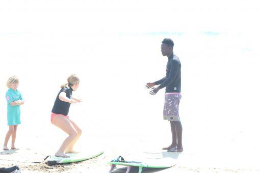 girls-surfing-lesson